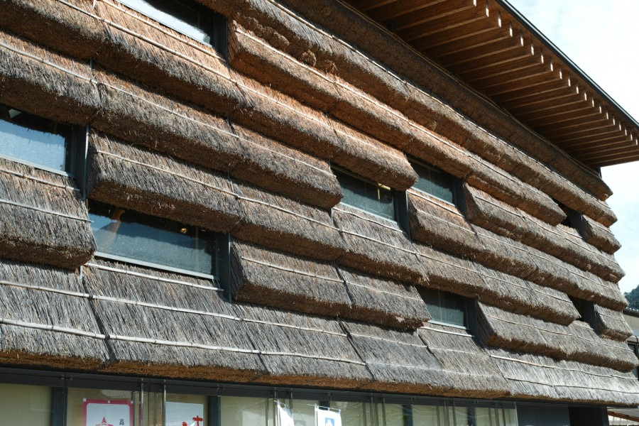It Includes Some Traditional Roofing Techniques?