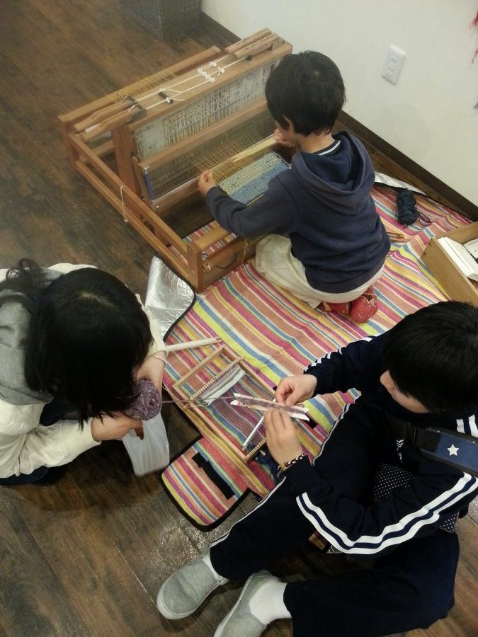 children weaving